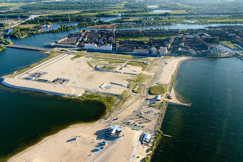 Nederland, Noord-Holland, Amsterdam, 13-06-2017; IJburg, Centrumeiland van IJburg in ontwikkeling, de eerste grondwerkzaamheden. Met Blijburg, stadsstrand.<br /> IJburg, the new urban development district of Amsterdam, with its main park, the to be developed Centre Island in its virgin state.<br /> luchtfoto (toeslag op standard tarieven);<br /> aerial photo (additional fee required);<br /> copyright foto/photo Siebe Swart