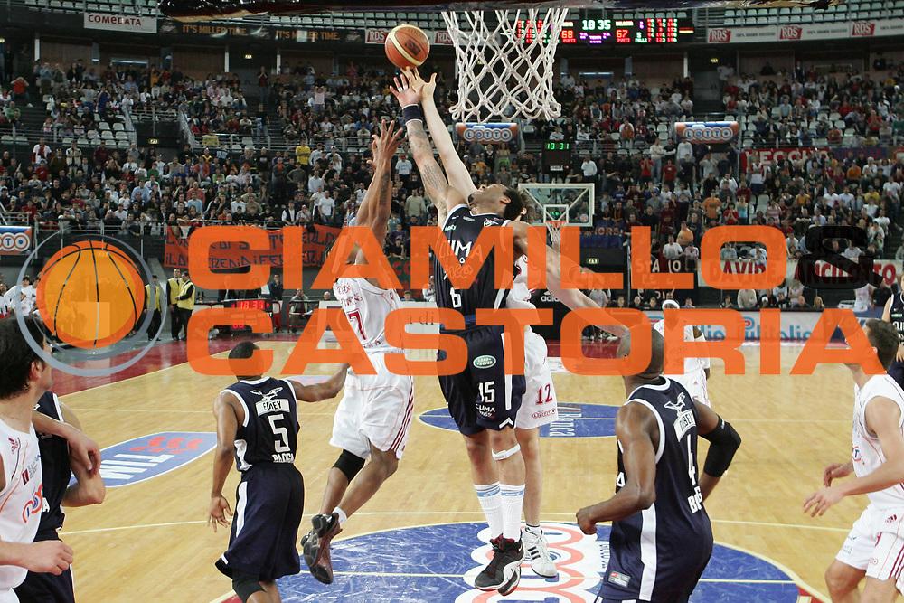 DESCRIZIONE : Roma Lega A1 2006-07 Lottomatica Virtus Roma Climamio Fortitudo Bologna <br /> GIOCATORE : Thomas <br /> SQUADRA : Climamio Fortitudo Bologna <br /> EVENTO : Campionato Lega A1 2006-2007 <br /> GARA : Lottomatica Virtus Roma Climamio Fortitudo Bologna <br /> DATA : 15/04/2007 <br /> CATEGORIA : Rimbalzo <br /> SPORT : Pallacanestro <br /> AUTORE : Agenzia Ciamillo-Castoria/G.Ciamillo
