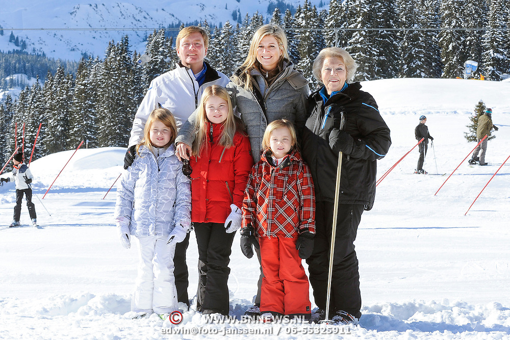 Fotosessie met de koninklijke familie in Lech /// Photoshoot with the Dutch royal family in Lech ...Op de foto / On the photo: Prinses Maxima, Prins Willem Alexander, Prinses Amalia, Prinses Alexia en Prinses Ariane met Koningin Beatrix /////  Princess Maxima, Crown Prince Willem Alexander, Princess Amalia, Princess Alexia and Princess Ariane with Queen Beatrix