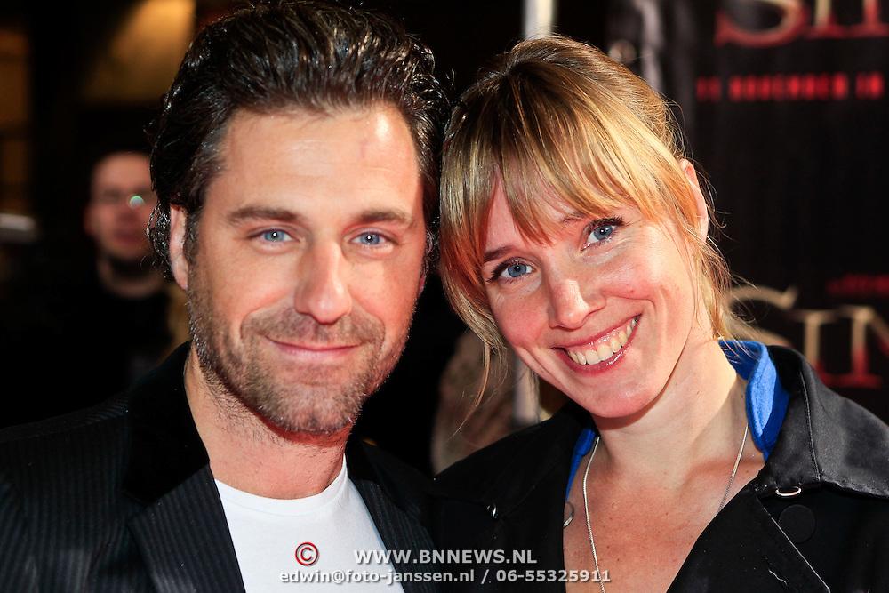 NLD/Amsterdam/20101103- Filmpremiere Sint de film, Frederik Brom en partner Nienke Römer