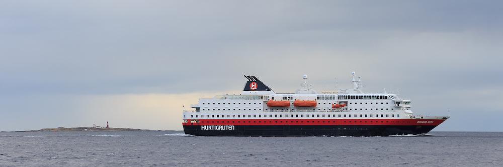 The passenger boat MS Richard With sailing outside Flø, Norway | Hurtigruteskipet MS Richard With seiler forbi Flø, Norge. Grasøyane fyr i bakgrunnen.