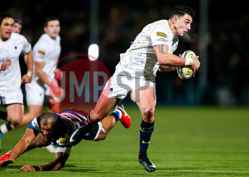 Bryce Heem of Worcester Warriors gets away from Jonathan Joseph of Bath Rugby - Rogan/JMP - 05/01/2018 - RUGBY UNION - Sixways Stadium - Worcester, England - Worcester Warriors v Bath Rugby - Aviva Premiership.