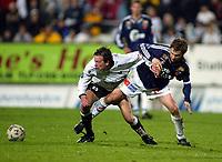 Fotball, 22. september 2003, Tippeligaen,  Sogndal-Viking 2-2,   Kristian Ystaas, Sogndal, og Bjarte Aarsheim, Viking