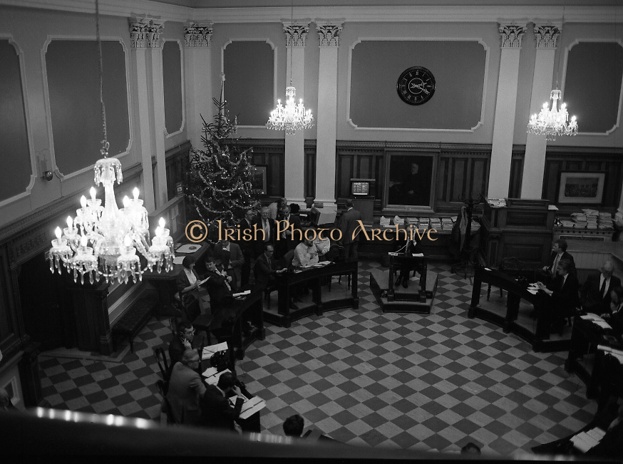 """Waterford Glass Chandeliers in the Stock Exchange..1985..18.12.1985..12.18.1985..18th December 1985..The installation of four Waterglass Chandeliers over the trading floor in the Stock Exchange added an air of elegance to the room. It was regarded by many as the """"Highlight"""" of this Christmas period...Picture shows traders operating on the trading floor under illumination from the new Waterford Glass Chandeliers."""