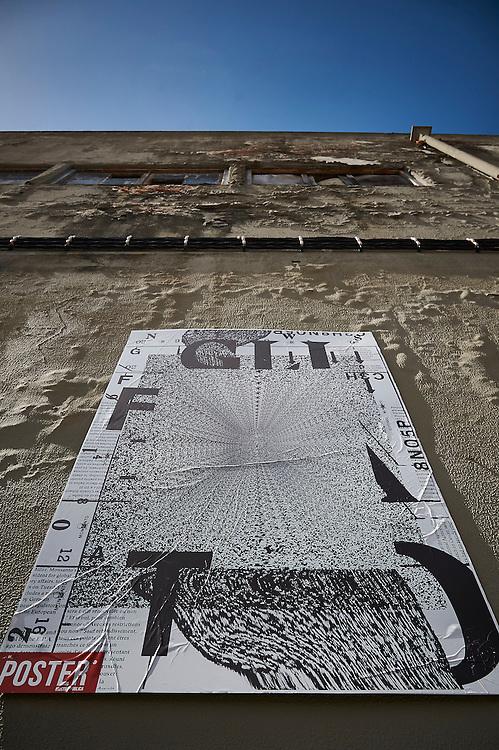 Lisboa, 16/06/2016 - A exposi&ccedil;&atilde;o &quot;Poster&quot;, &eacute; uma iniciativa art&iacute;stica presente nas paredes dos bairros de Marvila e Xabregas<br />  (Paulo Alexandrino / Global Imagens)