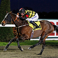 Fearless Poet and Tom Eaves winning the 5.05 race