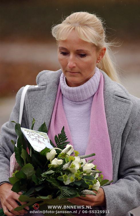 Crematie Donald Jones, Annette Wijdom