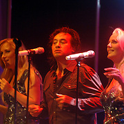 NLD/Hilversum/20061003 - 1e Tryout concert Rene Froger, optreden Rene, achtergrondkoor, Danielle Mulder, Franky Rampen en Mandy Huydts