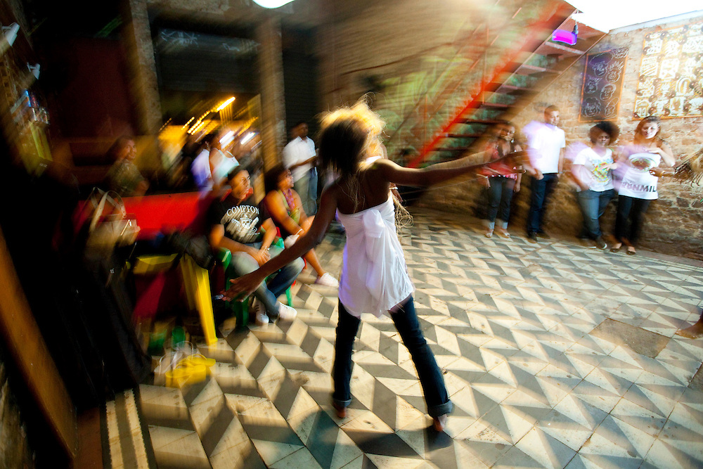 Rio de Janeiro_RJ, Brasil.. .Ensaio do Grupo Afro Orunmila, que ocupa um galpao revitalizado na Lapa, Rio de Janeiro...The afro group Orunmila is rehearsing in Lapa, Rio de Janeiro...Foto: BRUNO MAGALHAES / NITRO