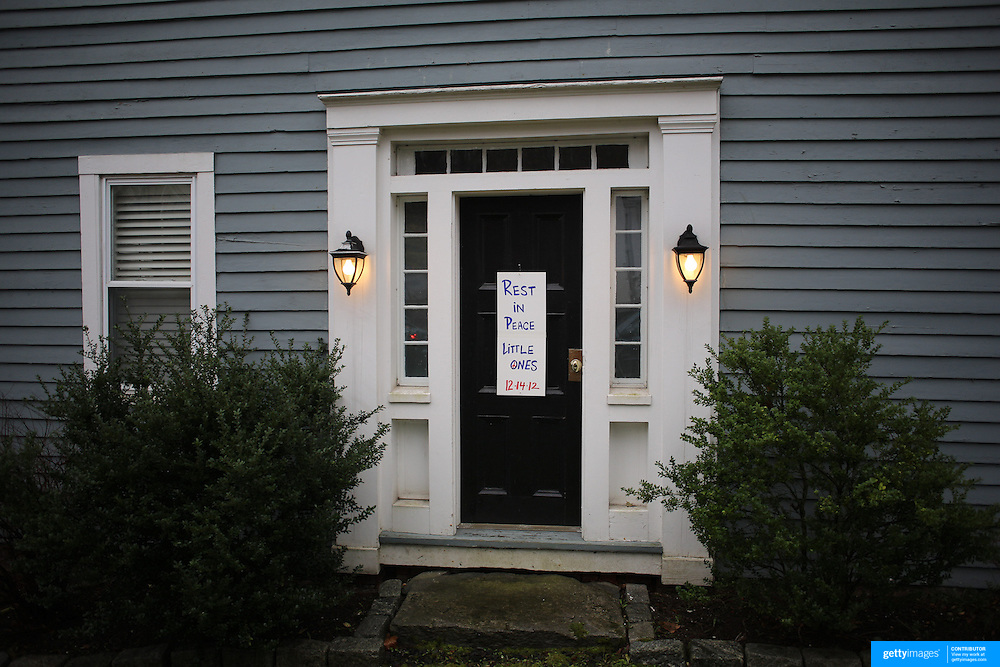 A sign on a door in Sandy Hook after the mass shootings earlier in the week at Sandy Hook Elementary School, Newtown, Connecticut, USA. 17th December 2012. Photo Tim Clayton