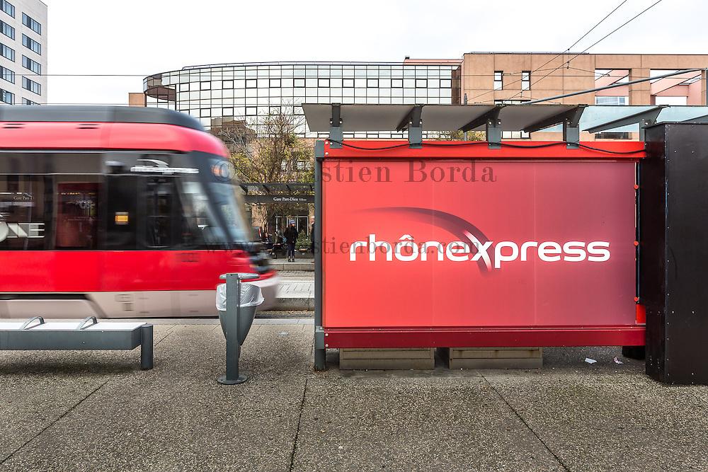 Station Rhône Express dans le centre ville de Lyon à la station Part-Dieu // Rhône Express station in center town at Part-Dieu station
