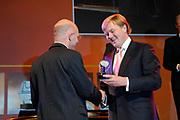 Uitreiking Heinekenprijzen 2008 in de Beurs van Berlage te Amsterdam waar Willem Alexander zes grote internationale prijzen uit op het gebied van wetenschap en kunst. De prijsuitreiking vindt plaats tijdens een bijzondere zitting van de Koninklijke Nederlandse Akademie van Wetenschappen (KNAW). De Prins houdt op deze bijeenkomst een toespraak waar de magie van de wetenschap centraal staat; het thema dat de KNAW ter gelegenheid van haar tweehonderjarig bestaan gekozen heeft. ///<br /> <br /> Heineken award celebration 2008 in the Beurs van Berlage in Amsterdam where Willem Alexander six large international prices in the field of science and art. This takes place during a particular meeting of the royal Dutch Akademie of sciences (KNAW). The prince keeps on this meeting a speech where the magic of science central state; the topic which the KNAW have chosen existence on the occasion of its twohunderd year celebration.<br /> <br /> Op de Foto: De Franse wetenschapper Stanislas Dehaene (1965), ontvangt de Dr. A.H. Heinekenprijs voor de Cognitiewetenschap voor zijn onderzoek van de hogere cognitieve processen, in het bijzonder het rekenvermogen. Dehaene is verbonden aan het Collège de France, Parijs.