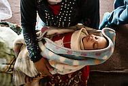 Flygtningelejr i Jeb Jenin. Yasser Mhamed Yasser&acute;s s&oslash;ster med hendes barn.<br /> <br /> Refugee settelment in Jeb Jenin.