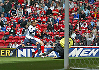 Photo: Andrew Unwin.<br />Middlesbrough v West Ham United. The Barclays Premiership. 17/04/2006.<br />West Ham's Shaka Hislop (R) is equal to the shot from Middlesbrough's Mark Viduka (C).