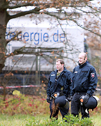 08.11.2010, Castortransport 2010, Dannenberg, GER, Die Castoren sind im Verladebahnhof Dannenberg eingetroffen und auf LKW umgeladen, EXPA Pictures © 2010, PhotoCredit: EXPA/ nph/  Kohring+++++ ATTENTION - OUT OF GER +++++