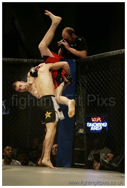 Tom Dixon v John Kelly..UCMMA Invincible..Troxy, London, UK..7-8-2010...