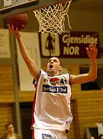 Bærum 12012003: Basket Bærums Verk Defenders - Ulriken Eagels . Sinisa Komatina , Ulriken<br /> <br /> Foto: Andreas Fadum, Digitalsport