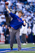 IRVING, TX - JANUARY 13:   Eli Manning #10 of the New York Giants warms up before a game against the Dallas Cowboys during the NFC Divisional playoff at Texas Stadium on January 13, 2008 in Dallas, Texas.  The Giants defeated the Cowboys 21-17.  (Photo by Wesley Hitt/Getty Images) *** Local Caption *** Eli Manning