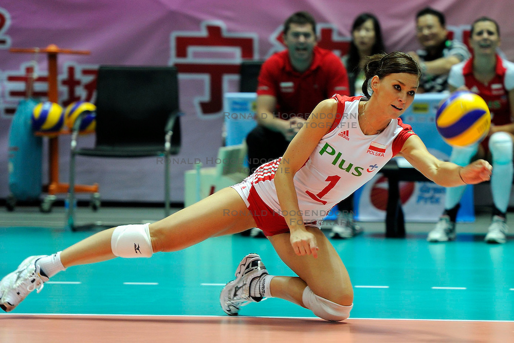 28-08-2010 VOLLEYBAL: WGP FINAL JAPAN - POLAND: BEILUN NINGBO<br /> Poland notch up first win with 3-1 victory against Japan / Katarzyna Skowronska-Dolata<br /> &copy;2010-WWW.FOTOHOOGENDOORN.NL
