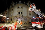 Mannheim. Waldhof. Brand eines Wohnkomplexes. Mehrere Brandmeldungen gehen am späten Abend des 16.09.08 bei der Feuerwehr ein. Dabei sind mehrere Wohnhäuser in der Jakob-Faulhaber-Straße betroffen. Mehrere Löschzüger der Berufsfeerwehr und mehrere Einsatzkräfte der Johanniter und des ASB sind im Einsatz.<br /> <br /> <br /> Bild: Markus Proßwitz<br /> <br /> ++++ Archivbilder und weitere Motive finden Sie auch in unserem OnlineArchiv. www.masterpress.org ++++