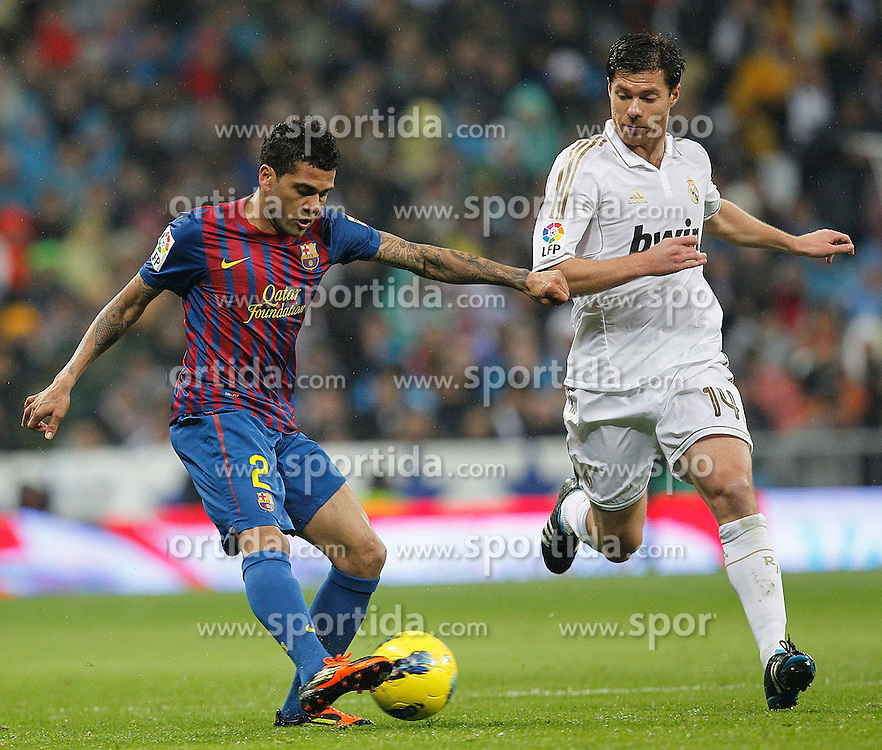 10.12.2011, Santiago Bernabeu Stadion, Madrid, ESP, Primera Division, Real Madrid vs FC Barcelona, 15. Spieltag, im Bild Real Madrid's Xabi Alonso and FC Barcelona's Daniel Alves // during the football match of spanish 'primera divison' league, 15th round, between Real Madrid and FC Barcelona at Santiago Bernabeu stadium, Madrid, Spain on 2011/12/10. EXPA Pictures © 2011, PhotoCredit: EXPA/ Alterphotos/ Alex Cid-Fuentes..***** ATTENTION - OUT OF ESP and SUI *****