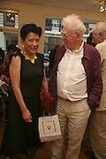 JUNG CHANG AND JON HALLIDAY, Celebrating George Melly at 80: Aspects of his Collection. The Mayor Gallery. Cork St. London. 17 August 2006. ONE TIME USE ONLY - DO NOT ARCHIVE  © Copyright Photograph by Dafydd Jones 66 Stockwell Park Rd. London SW9 0DA Tel 020 7733 0108 www.dafjones.com