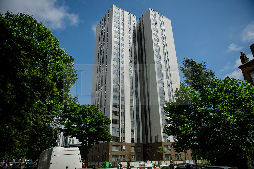 © Licensed to London News Pictures. 22/06/2017. London, UK. The Chalcot Estate in north London where a sections of cladding has been removed by workmen as part of an investigation in to fire safety at tower blocks. Prime Minister Theresa May has told Parliament that up to 600 high rise tower blocks may have similar cladding to that found in Grenfell Tower, which went on fire last week, in which as many as 79 residents are thought to have perished. Photo credit: Ben Cawthra/LNP