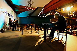 O maestro e pianista João Carlos Martins durante concerto no jantar para comemoração dos 15 anos da Hospitalar na HOSPITALAR 2008 - 15ª Feira Internacional de Produtos, Equipamentos, Serviços e Tecnologia para Hospitais, Laboratórios, Clínicas e Consultórios, que acontece de 10 a 13 de junho de 2008, no Expo Center Norte, em São Paulo. FOTO: Jefferson Bernardes/Preview.com