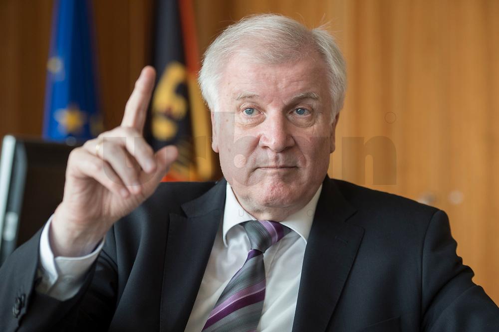 20 JUN 2018, BERLIN/GERMANY:<br /> Horst Seehofer, CSU, Bundesinnenminister, waehrend einem Interview, in seinem Buero, Bundesministerium des Inneren<br /> IMAGE: 20180620-02-007<br /> KEYWORDS: Büro