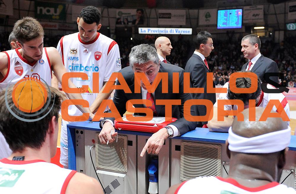 DESCRIZIONE : Varese Campionato Lega A 2013-14 Cimberio Varese EA7 Olimpia Armani Milano <br /> GIOCATORE : Fabrizio Frates <br /> SQUADRA : Cimberio Varese<br /> EVENTO : Campionato Lega A 2013-14<br /> GARA :  Cimberio Varese EA7 Olimpia Armani Milano<br /> DATA : 27/01/2014<br /> CATEGORIA :  Allenatori Coach TimeOut Direttive<br /> SPORT : Pallacanestro<br /> AUTORE : Agenzia Ciamillo-Castoria/A.Giberti<br /> Galleria : Campionato Lega Basket A 2013-14<br /> Fotonotizia : Cimberio Varese EA7 Olimpia Armani Milano<br /> Predefinita :