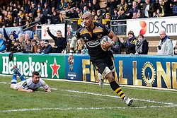 Wasps Winger Tom Varndell crosses to score a try - Photo mandatory by-line: Rogan Thomson/JMP - 07966 386802 - 14/12/2014 - SPORT - RUGBY UNION - High Wycombe, England - Adams Park Stadium - Wasps v Castres Olympique - European Rugby Champions Cup Pool 2.