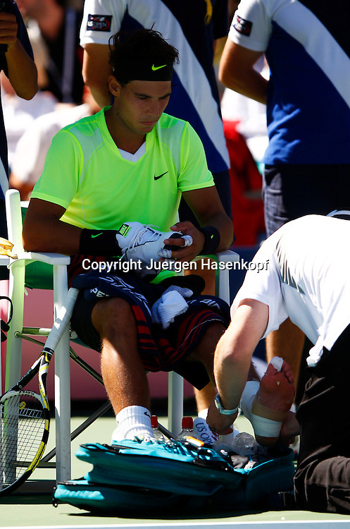 US Open 2010, USTA Billie Jean King National Tennis Center, Flushing Meadows, New York,.ITF Grand Slam Tennis Tournament . Rafael Nadal (ESP) wird wegen einer Verletzung am Fuss behandelt