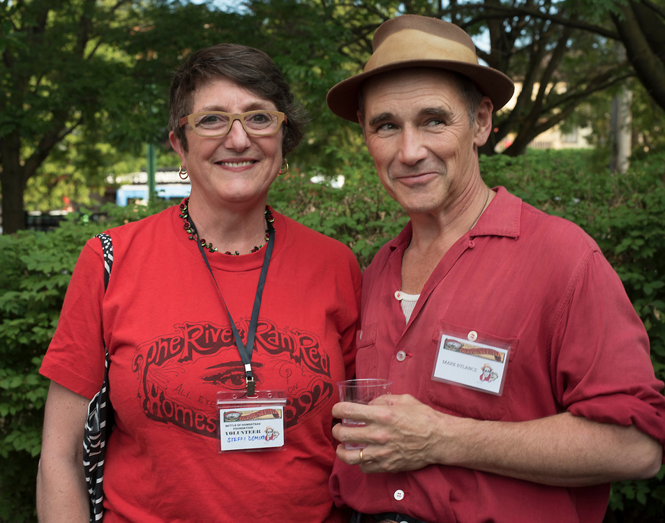 Steffi Domike and Mark Rylance at Meet & Greet and Commemorate with Mark Rylance for the Battle of Homestead Foundation.