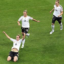 30.06.2011, Commerzbank Arena, Frankfurt, GER, FIFA Women Worldcup 2011, Gruppe A, Deutschland (GER) vs. Nigeria (NGA), im Bild:  Torjubel / Jubel  nach dem 1:0 durch Simone Laudehr (GER #06, Duisburg) (M) mit Alexnadra Popp (GER11 #11, Duisburg) (dahinter) und Kim Kulig (GER #14, Hamburg) (R) ..// during the FIFA Women Worldcup 2011, Pool A, Germany vs Nigeria on 2011/06/30, Commerzbank Arena, Frankfurt, Germany.  EXPA Pictures © 2011, PhotoCredit: EXPA/ nph/  Mueller *** Local Caption ***       ****** out of GER / CRO  / BEL ******