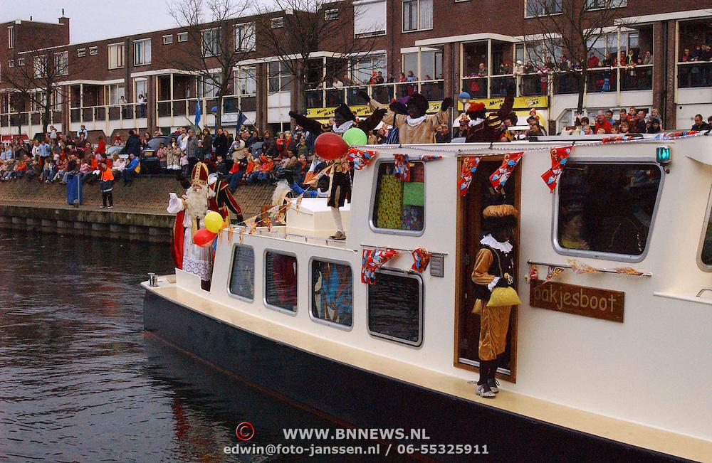 NLD/Huizen/20051112 - Aankomst Sinterklaas in Huizen 2005, boot
