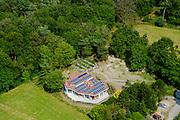 Nederland, Noord-Holland, Gemeente Hilversum, 26-06-2013; ecologisch huis met groen dak, zonnepanelen op een ondergrond van sedum. Naast het huis een moestuin.<br /> Ecological house with green roof, solar panels on a underground of sedum. Next to the house a vegetable garden.<br /> luchtfoto (toeslag op standaard tarieven);<br /> aerial photo (additional fee required);<br /> copyright foto/photo Siebe Swart.