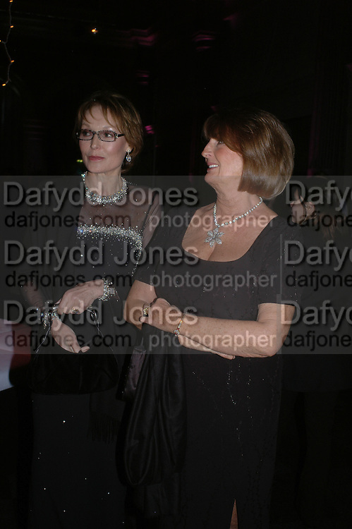 Lady Victoria Getty and Lady Annabel Goldsmith. The Black and White Winter Ball. Old Billingsgate. London. 8 February 2006. -DO NOT ARCHIVE-© Copyright Photograph by Dafydd Jones 66 Stockwell Park Rd. London SW9 0DA Tel 020 7733 0108 www.dafjones.com