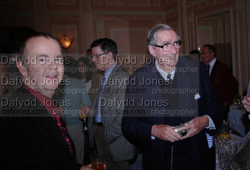 Ian Hislop and Lord Healey. The Oldie Of The Year Awards,  Simpsons in the Strand, London. 22 March 2005. ONE TIME USE ONLY - DO NOT ARCHIVE  © Copyright Photograph by Dafydd Jones 66 Stockwell Park Rd. London SW9 0DA Tel 020 7733 0108 www.dafjones.com