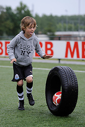04-06-2011 VOETBAL: OLYMPIADE VV MAARSSEN: MAARSSEN<br /> De Interne Competitie, de F en de E tjes namen deel aan de Olympiade van vv Maarssen<br /> ©2011-FotoHoogendoorn.nl