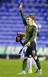 READING, ENGLAND - Tuesday, September 22, 2015: Everton's Gerard Deulofeu salutes the supporters after the 2-1 victory over Reading during the Football League Cup 3rd Round match at the Madejski Stadium. (Pic by David Rawcliffe/Propaganda)