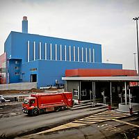 Pesa mezzi e lato impianto zona ricevimento rifiuti<br /> Trattamento Rifiuti Metropolitani SpA, termovalorizzatore di Torino. E' un impianto per la combustione di rifiuti solidi urbani.<br /> <br /> Vehicle weighing system side and the reception area waste<br /> TRM SpA, incinerator of Turin. It 'a plant for the combustion of municipal solid waste.