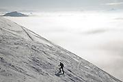 Skieur avec des peau de phoques en ascendant sur le sommet du Moléson; Skifahrer steigt mit Fellen auf den Gipfel. © Romano P. Riedo