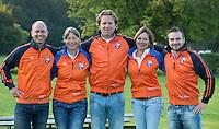 BLOEMENDAAL - Dames I , seizoen 2015-2016. Begeleidingsteam  coaches Jorge Nolte  (m), Teun de Nooijer (l)  , Wietske de Ruiter, manager Nicolette Tol en fysio Jordi Lodewijks (r) .  COPYRIGHT KOEN SUYK