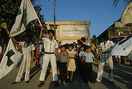 El Salvador. the green cross , secourists. guerilleros killed by the army. san Salvador, fighting with the guerilla inside the city , in mexicanos area.      / la croix verte secouristes. San Salvador, bataille a mexicanos, un  faubourg de la capitale avec la guerilla    Salvador  / SALV34301 3b
