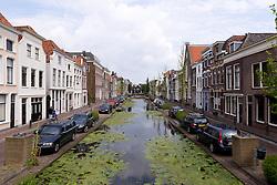 THEMENBILD - Gouda ist eine Gemeinde sowie eine Stadt in der Provinz Süd Holland. Die Stadt ist bekannt für den Gouda Käse, die Stroopwafeln, die vielen Grachten sowie dem Rathaus aus dem 15. Jahrhundert. im Bild einer der Grachten in Turfmarkt. Aufgenommen am 28. Juli 2016 in Gouda // Gouda is a municipality and city in the province of South Holland, the Netherlands. The city is famous for its Gouda cheese, stroopwafels, many grachten and its 15th-century city hall. This picture shows one of the Grachten in Turfmarkt, Gouda, Netherlands on 2016/07/28. EXPA Pictures © 2016, PhotoCredit: EXPA/ Sebastian Pucher