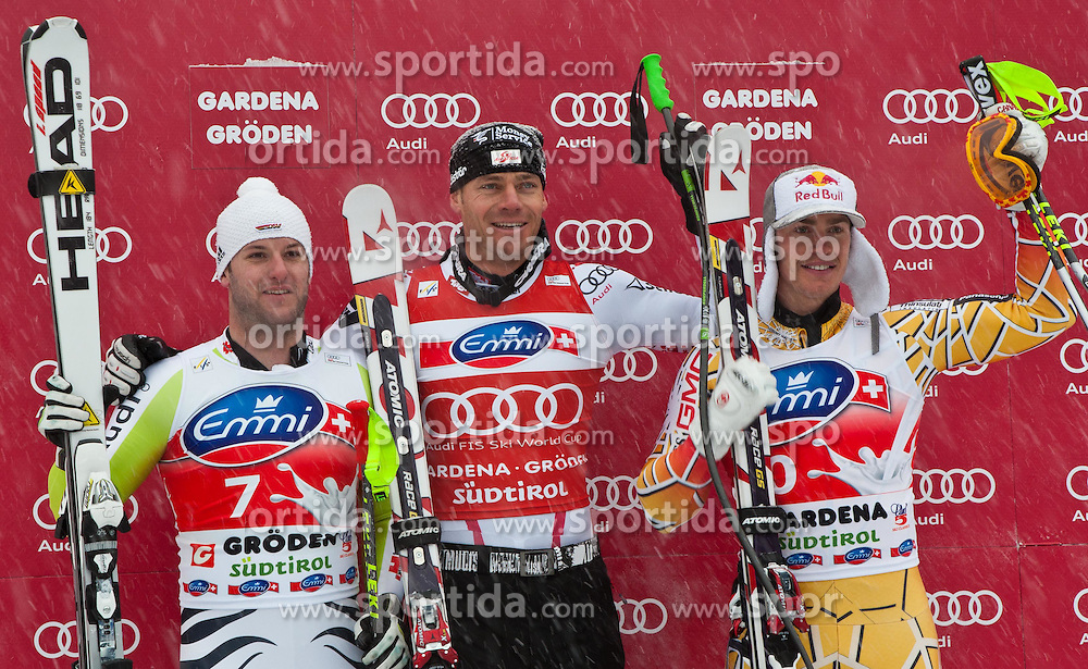 17.12.2010, Saslong, Groeden, ITA, FIS World Cup Ski Alpin, Men, SuperG, im Bild das Podium v.l. Stephan Keppler (GER,#7) Platz 2, Michael Walchhofer (AUT,#21) Platz 1 und Erik Guay (CAN,#20) Platz 3. EXPA Pictures © 2010, PhotoCredit: EXPA/ J. Groder