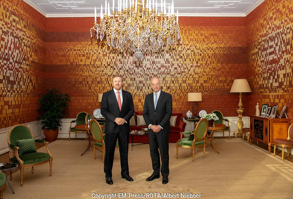 Koning Willem-Alexander ontvangt nieuwe voorzitter van de Eerste Kamer de heer Jan Anthonie Bruijn in de DNA kamer op paleis Huis ten Bosch. Sinds 2 juli 2019 is hij voorzitter van de Eerste Kamer der Staten-Generaal.