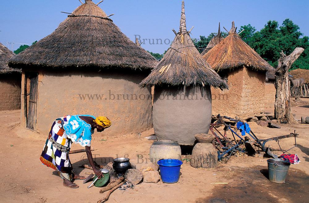 Mali - Region du Mandé - Village de Sibi - Femme à la cuisine
