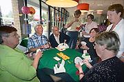 Nederland, Wijchen, 22-9-2013Burendag in en om Buurthuis de Brink. Enkele oudere buurtbewoners spelen het kaartspel bridge.Foto: Flip Franssen/Hollandse Hoogte