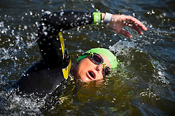 © Licensed to London News Pictures. 21/09/2019. LONDON, UK. One of 6,000 participants takes part in the fourth Swim Serpentine, held in the famous lake in Hyde Park.  The event is raising thousands for Children With Cancer Charity UK as swimmers of all abilities navigate the one mile clockwise route around the lake.  Photo credit: Stephen Chung/LNP